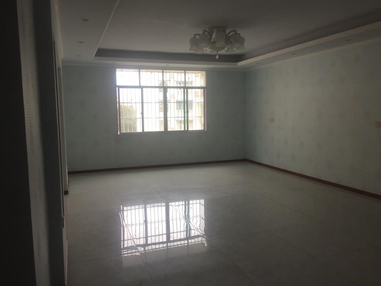天城嘉园183.5平简装5室 1厅 2卫喊价卖88.8万元
