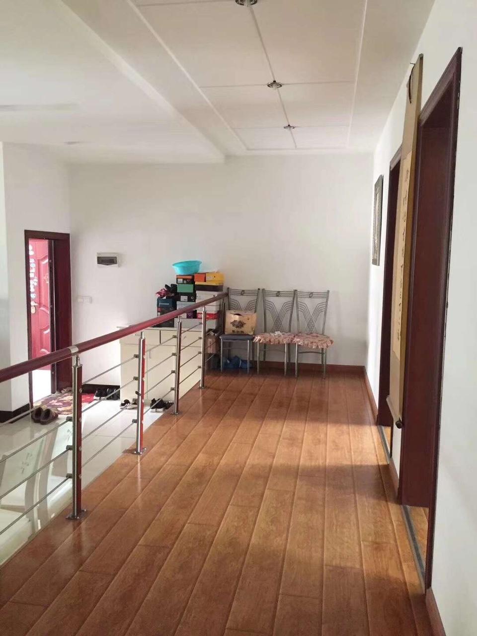 金盆山公寓3室 2厅 2卫68.8万元带车库