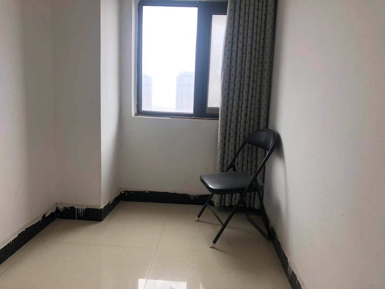 水岸鑫城5室 2厅 2卫85万元