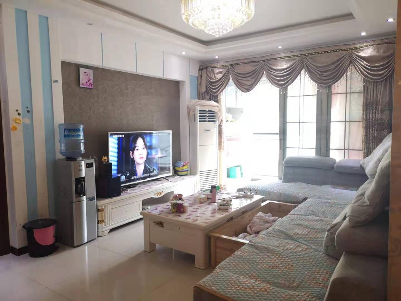 香江豪园高层精装3室 2厅 2卫55.8万元