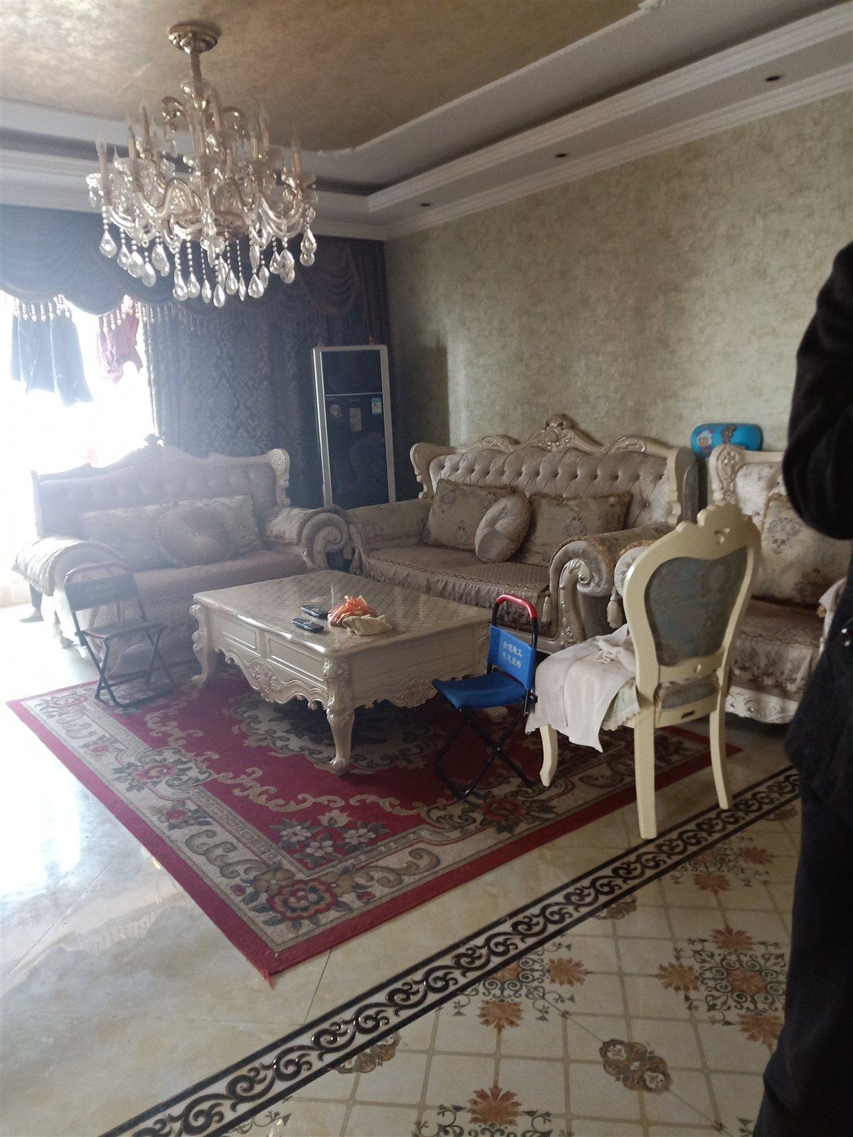 中成皇家花园3室 2厅 2卫95万元
