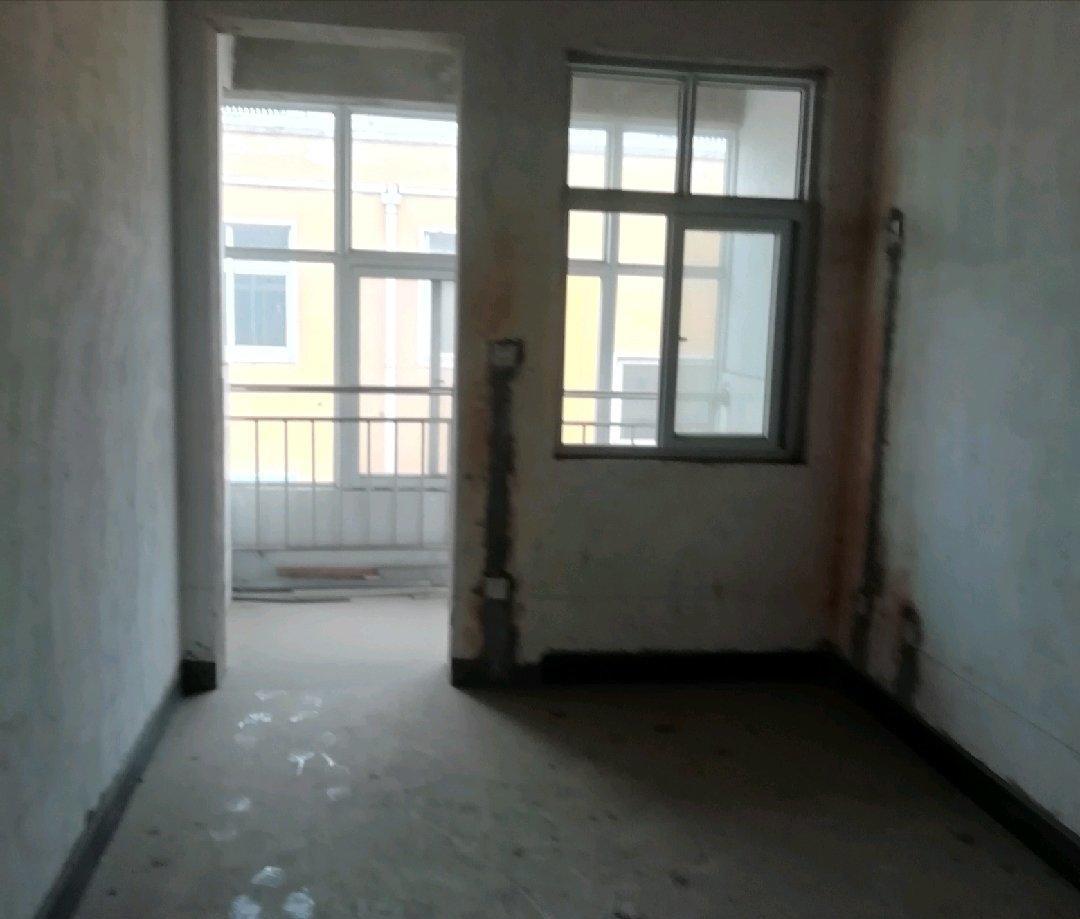 喜临门小区2室 1厅 1卫12.5万元