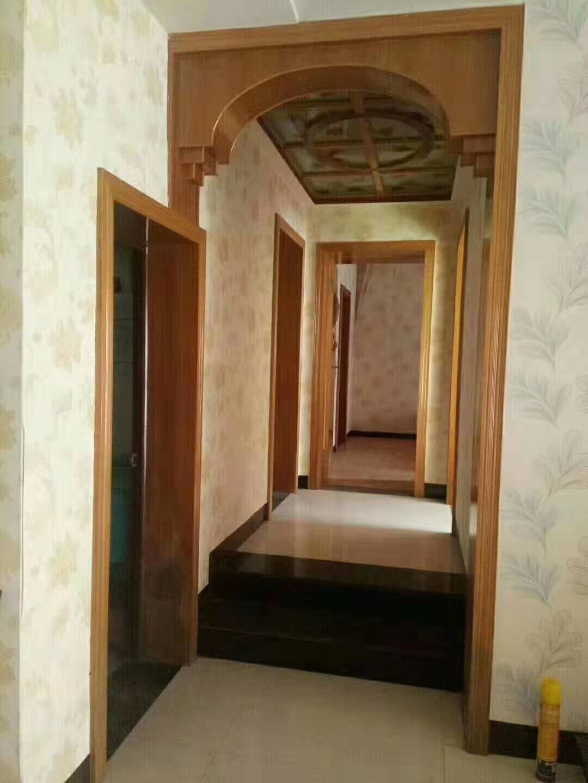 三中3室 2厅 2卫42万元