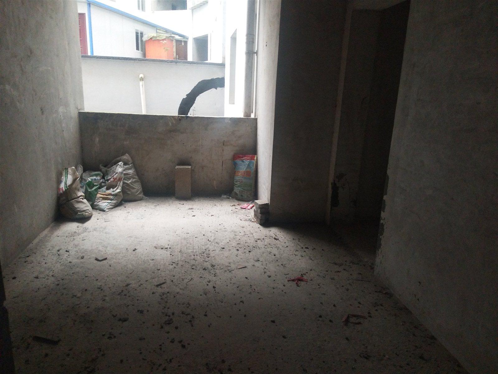 广建社区3室 2厅 2卫21.8万元