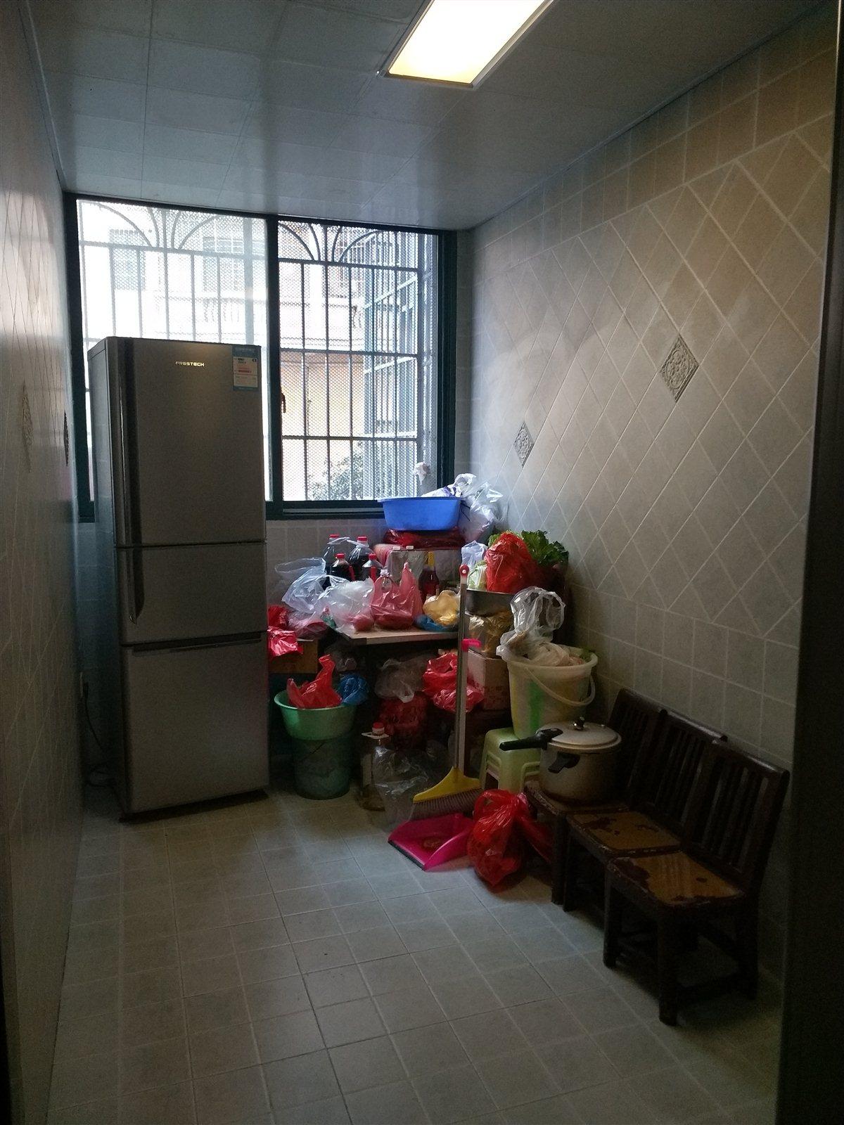 滨江花园3室 2厅 2卫42万元