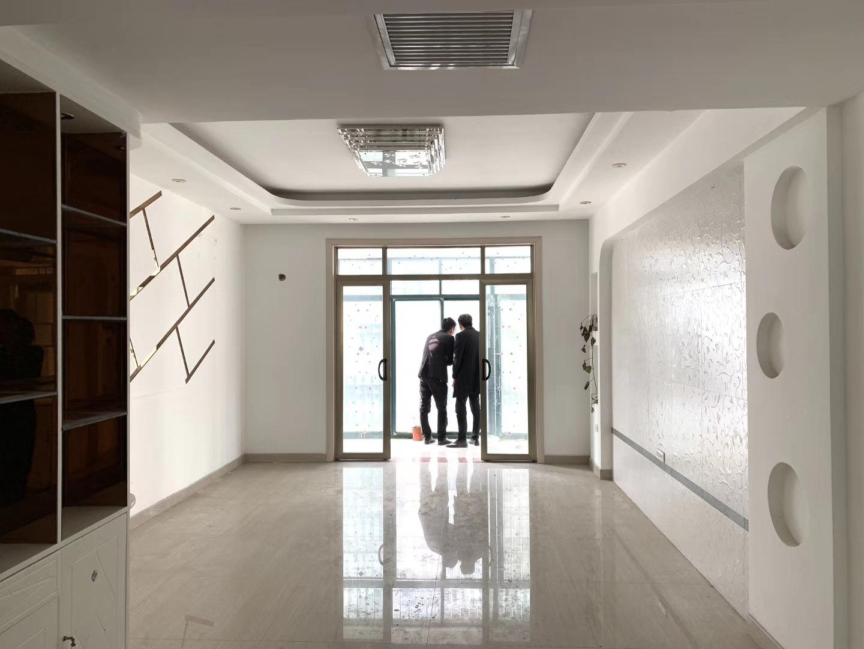 百泰中央花园3室 2厅 2卫99万元