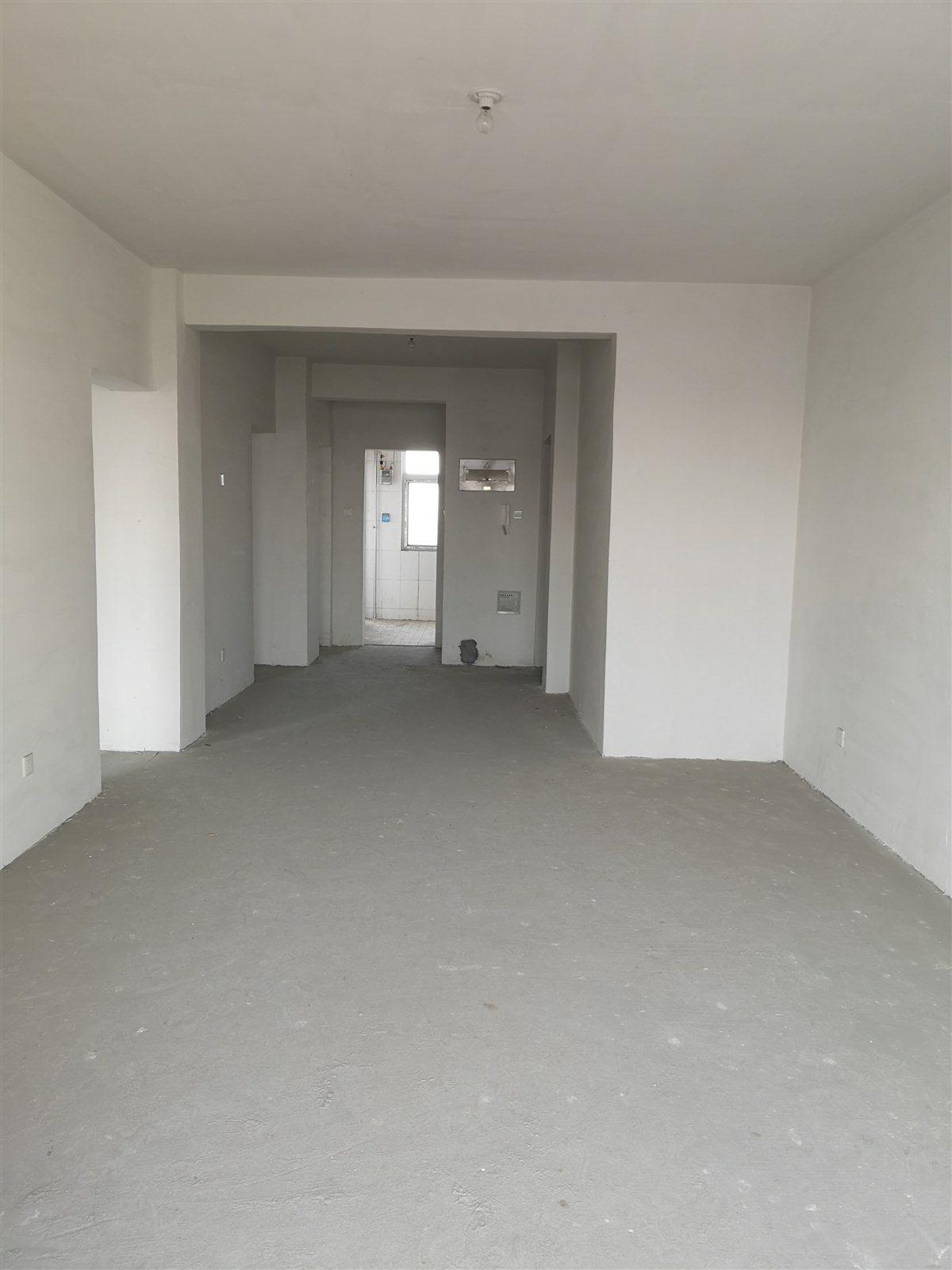 泰和苑10楼两室两厅一卫带车库毛坯房100平78万