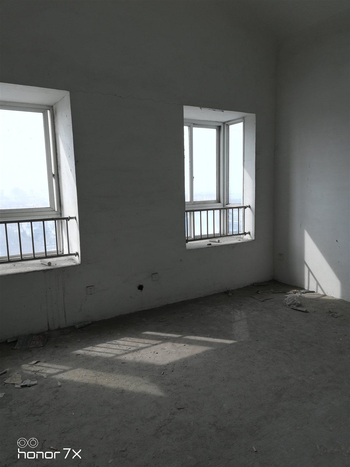 平章府小区4室 2厅 2卫88万元