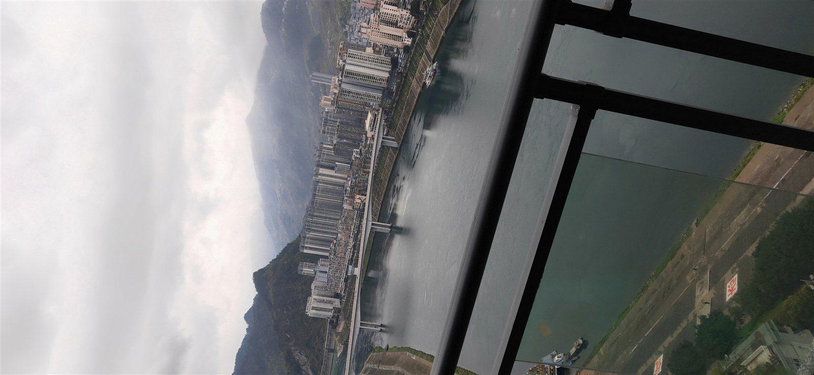 江岸国际正临江高层3室房间看江105万元