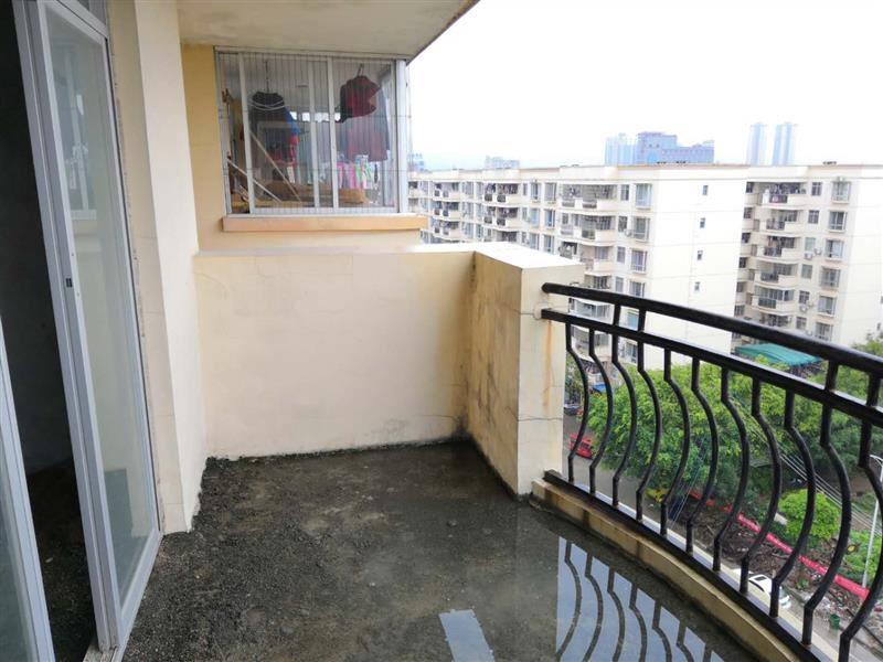 中山苑C区4室 2厅 2卫37万元