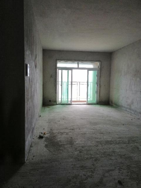 金鹏花园3室 2厅 2卫58万元