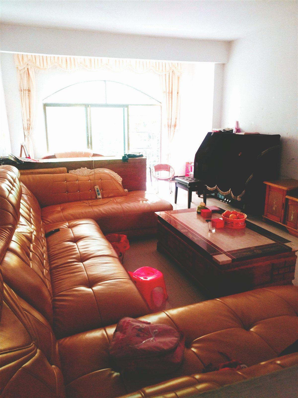 谷山花园3室 2厅 2卫96万元  附带柴间18平