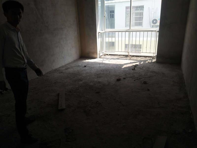 君丰小区3室 2厅 2卫52万元