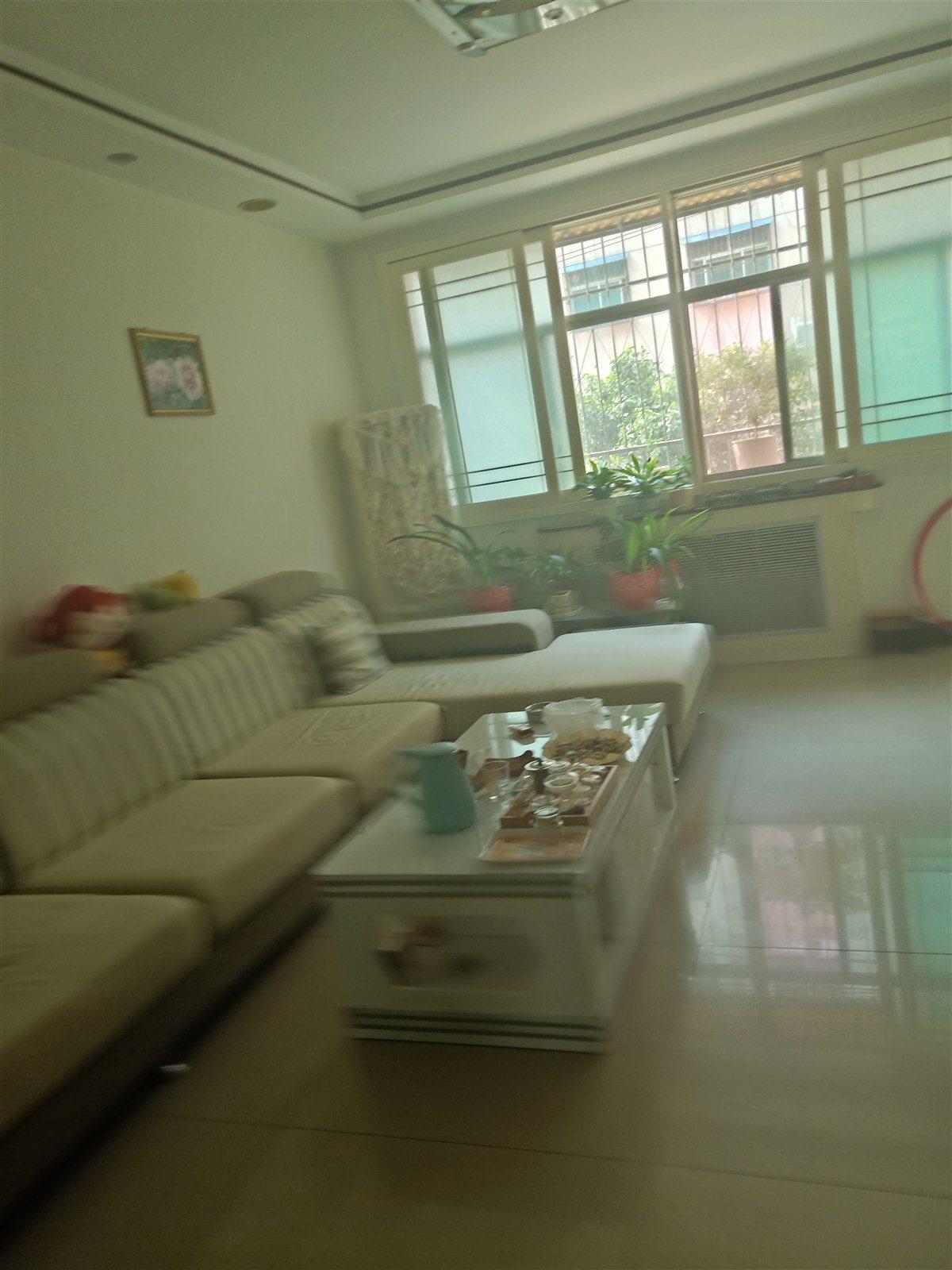 金太阳公寓3室 2厅 2卫64万元