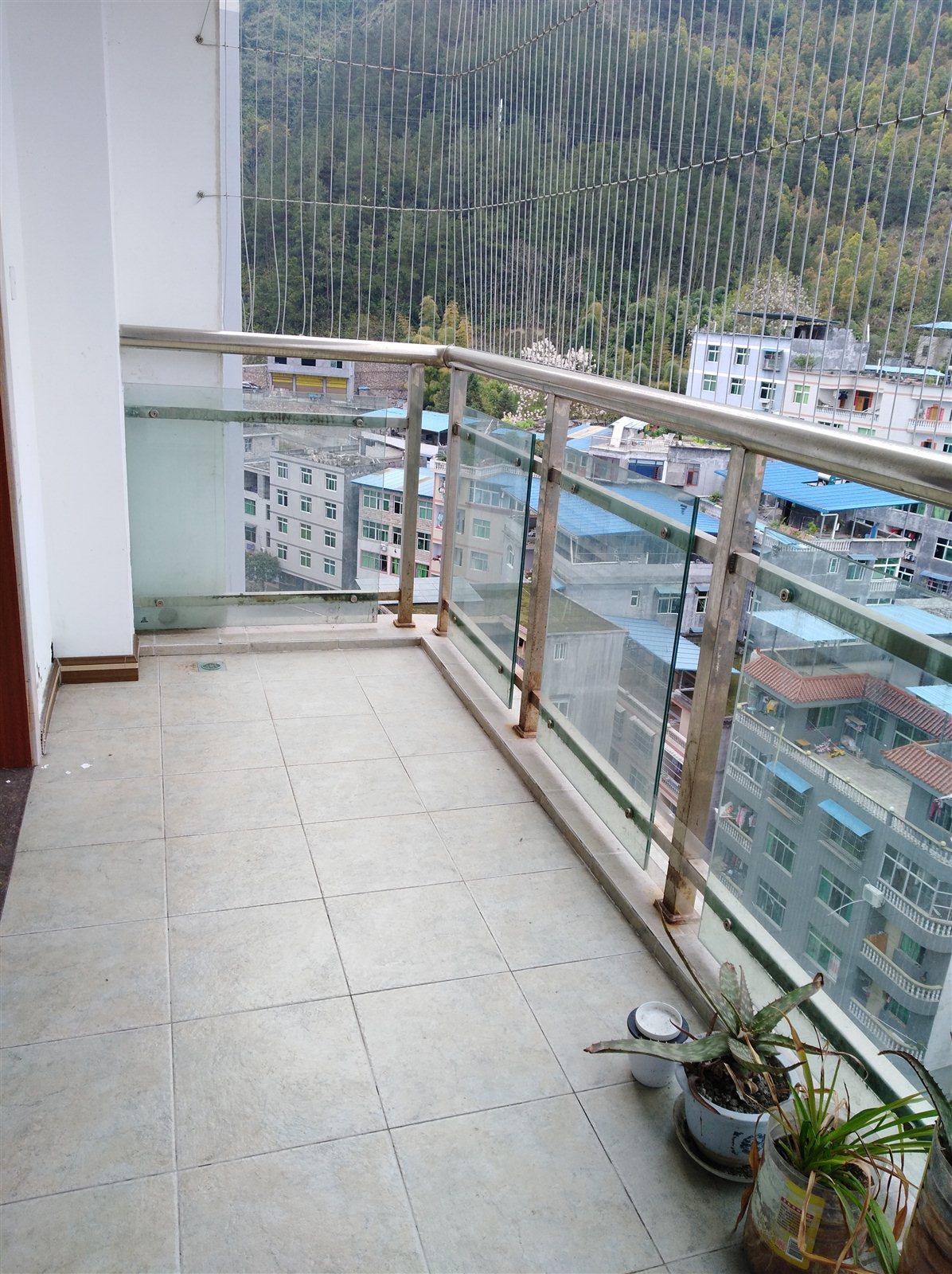 江畔人家  3室 2厅 1卫62.8万元
