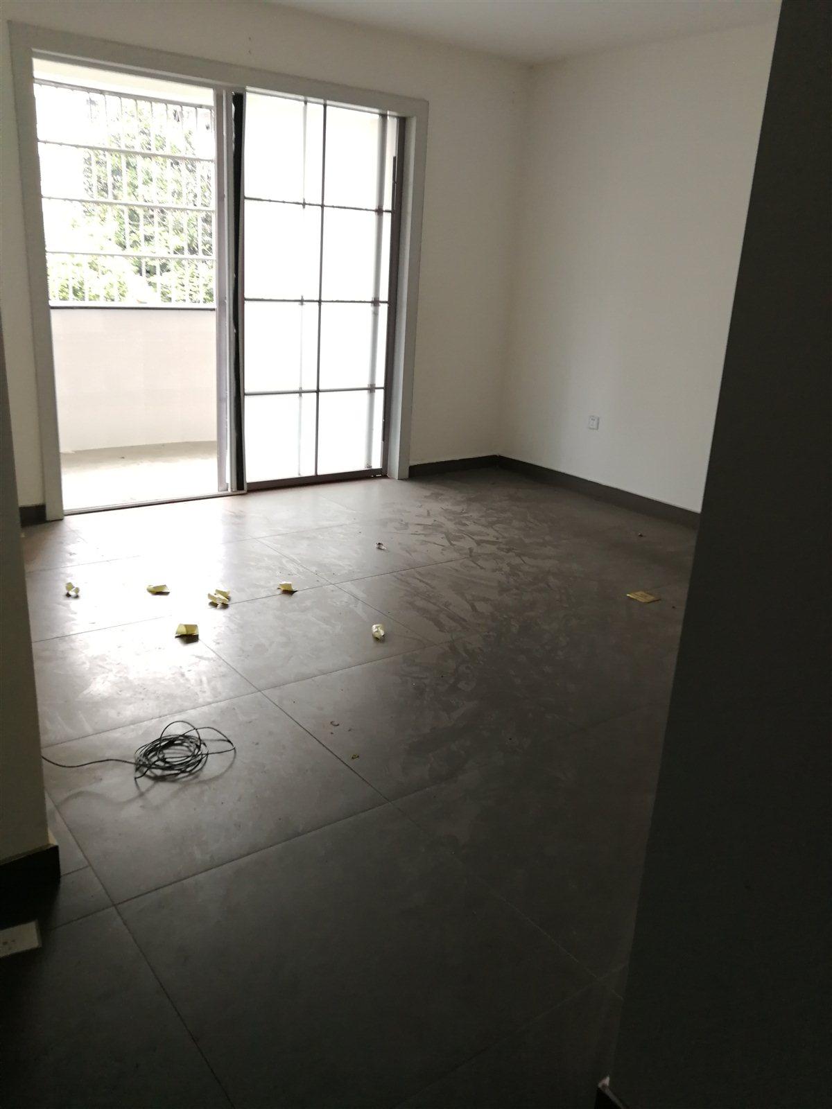 怡源C区二楼3室 2厅 2卫93万元