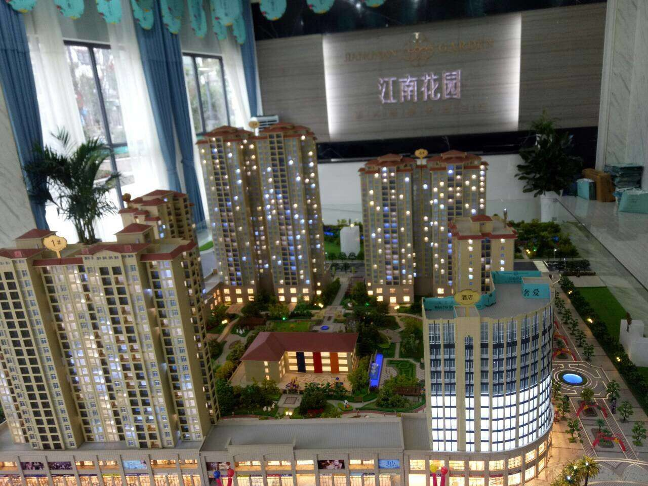 江南花园3室 2厅 2卫38万元