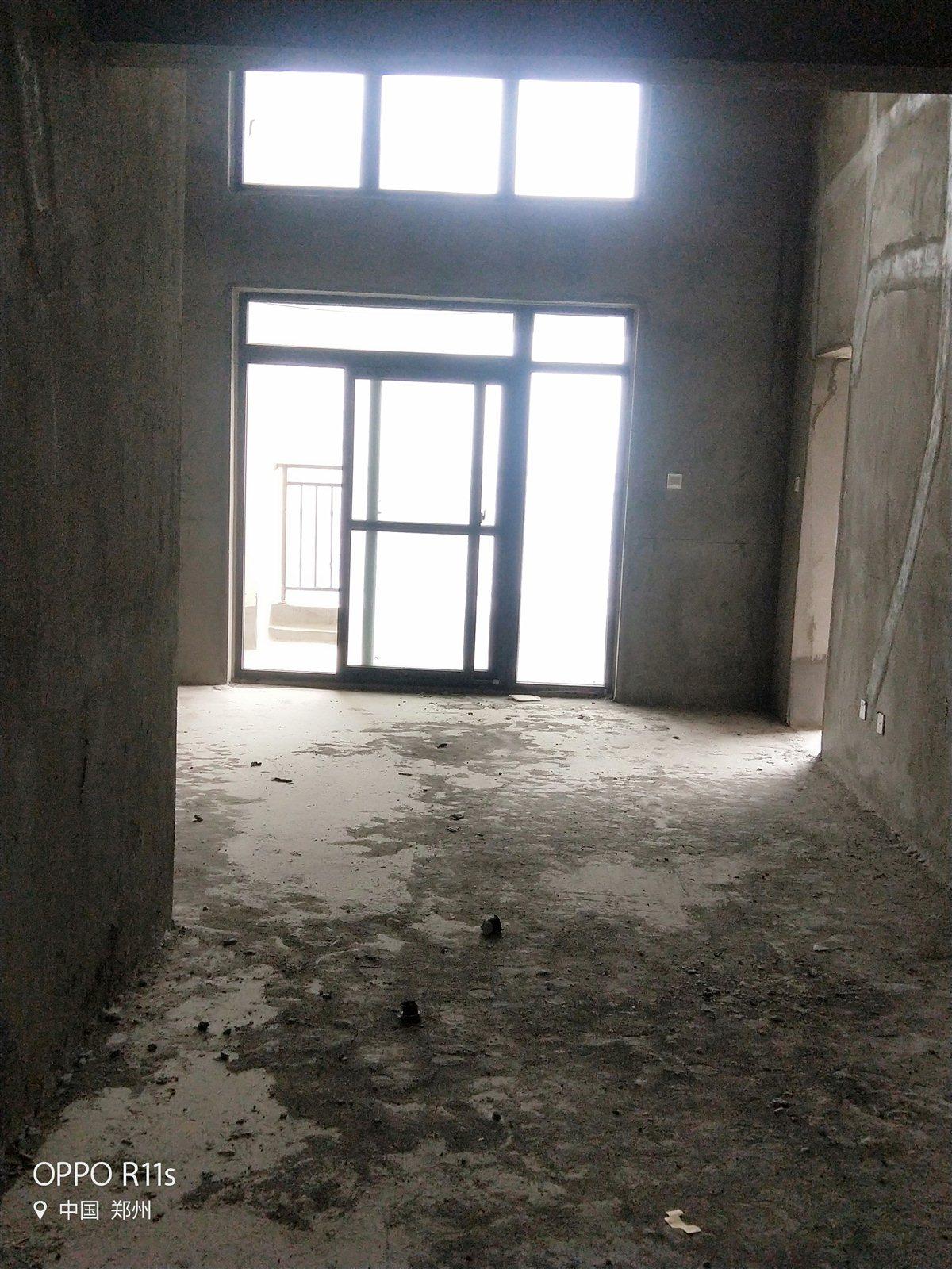 东方国际6室 2厅 2卫复式楼出售
