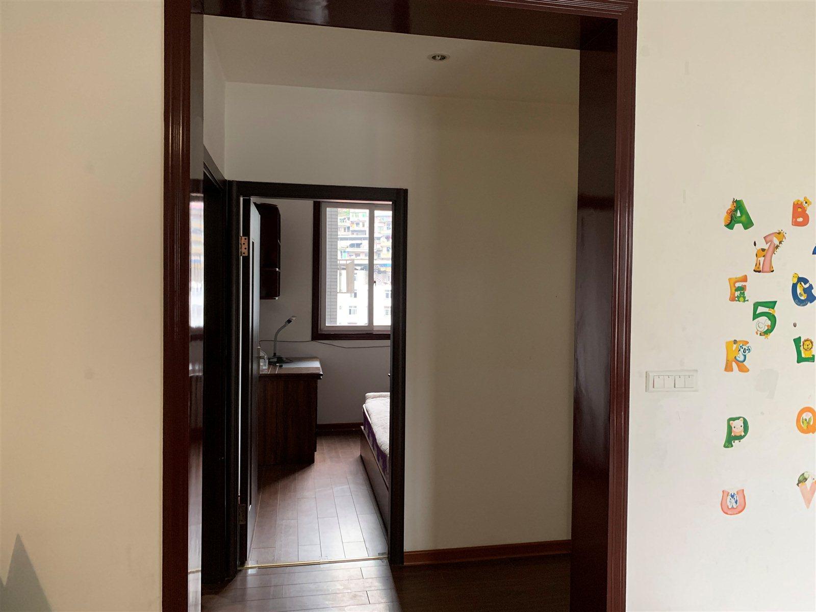 金山广场中装3室 2厅 2卫71.79万元