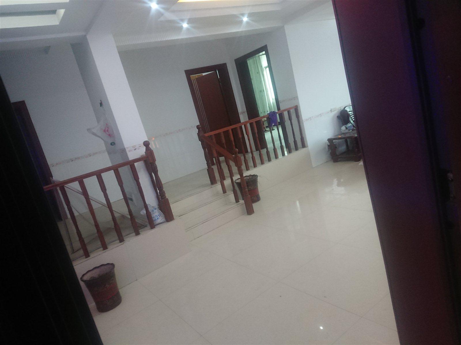 金盆山公寓4室 2厅 2卫58万元