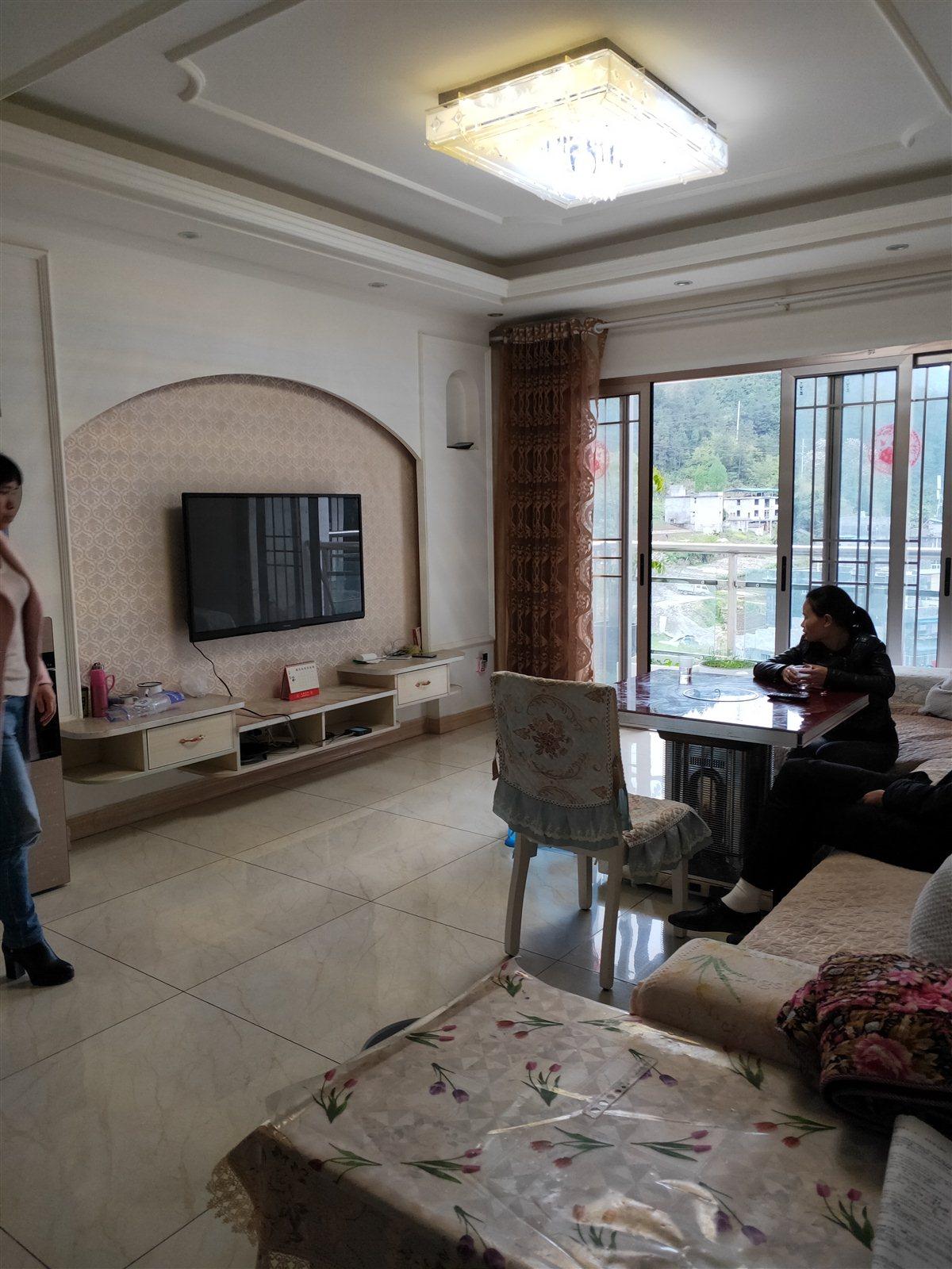 江畔人家3室 2厅 2卫65.8万元