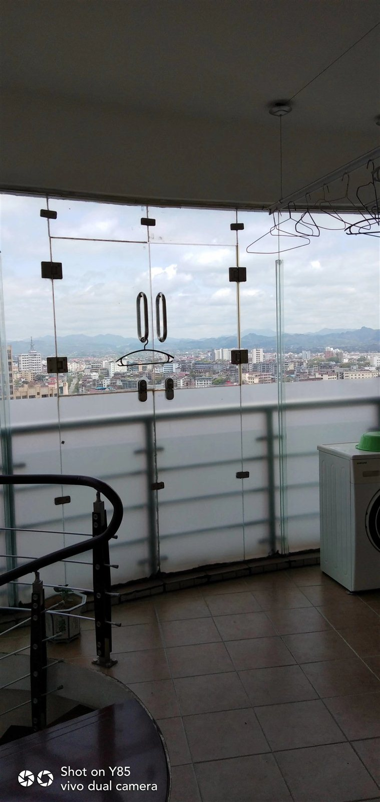 金貿大廈精裝修復式樓4室 2廳 2衛86萬元