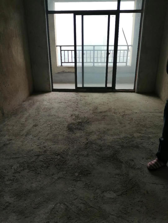 路发枫林绿洲4室 2厅 2卫55.8万元