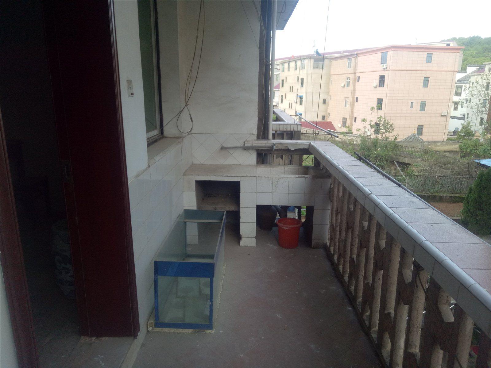 东风厂南苑2室 1厅 1卫36.8万元