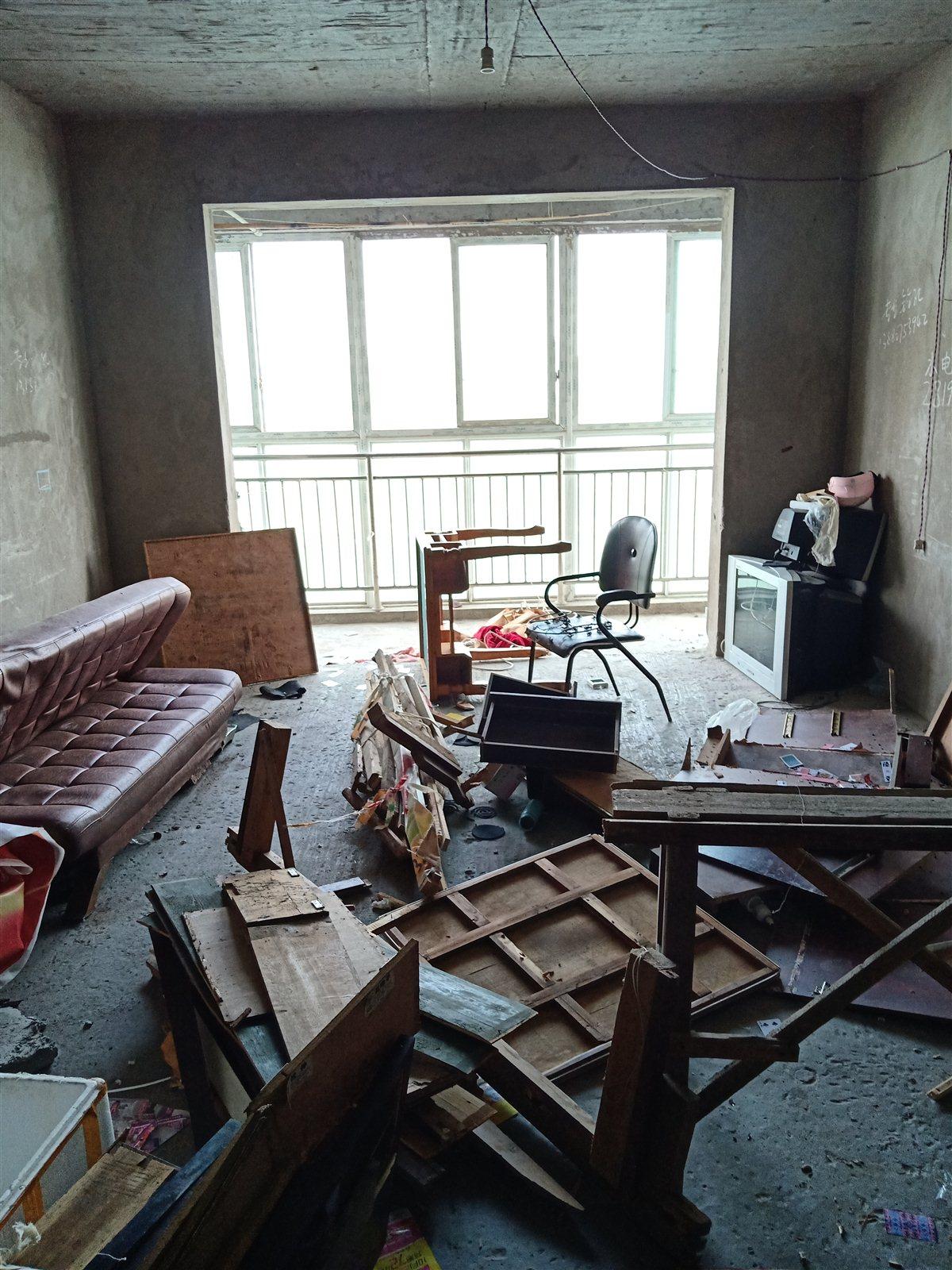 江畔明珠3室 2厅 2卫59.8万元