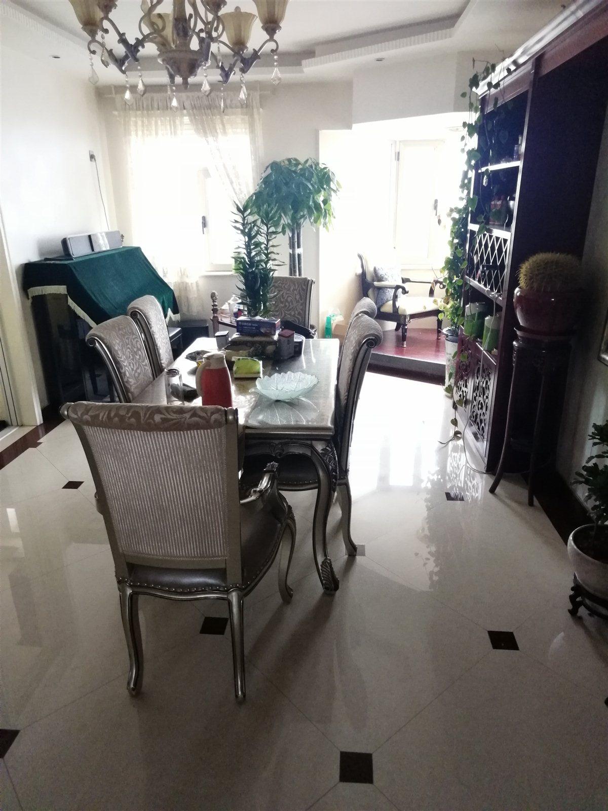 中天美湖居4室 2厅 2卫160万元