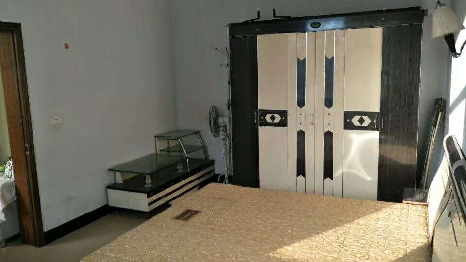 黔中联小学区房精装3室 2厅 1卫喊价51.8万元