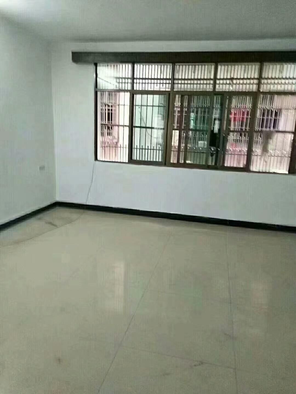 工贸城附近3室 2厅 2卫72万元