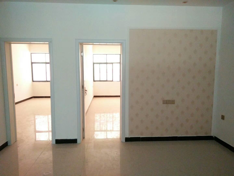 出售新县医院附近小产权单元房三室两厅一卫
