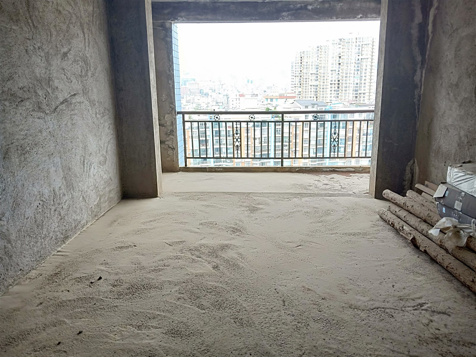 龙腾盛锦苑大三室 仅售5600/平  可贷款