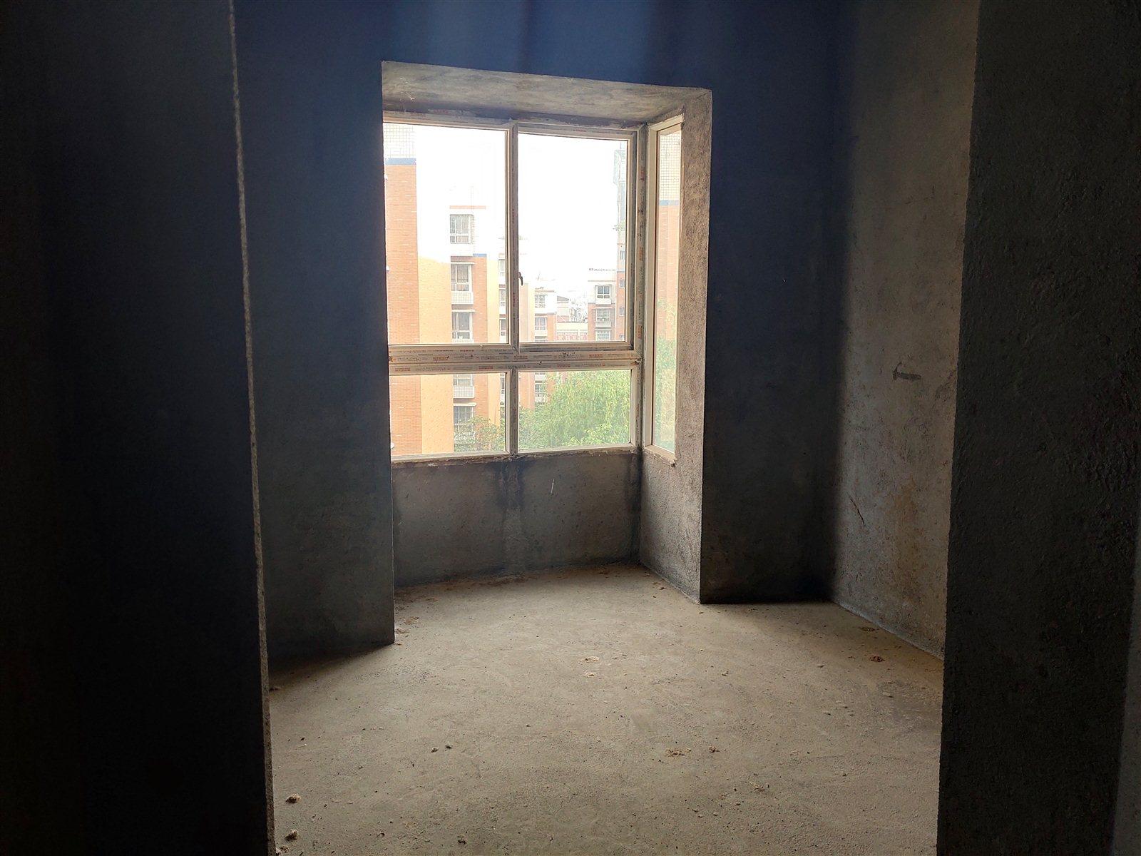 龙腾盛锦苑三室两厅一厨二卫,南北通向,明厨明卫。