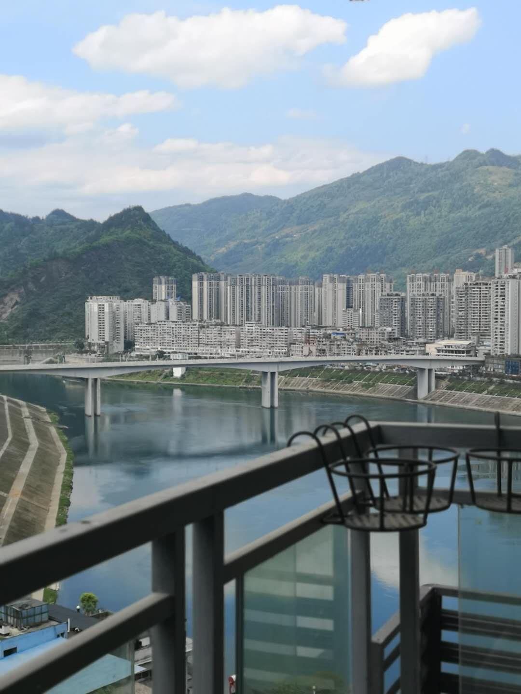 江岸国际临江高层新装修2室 2厅 2卫面议