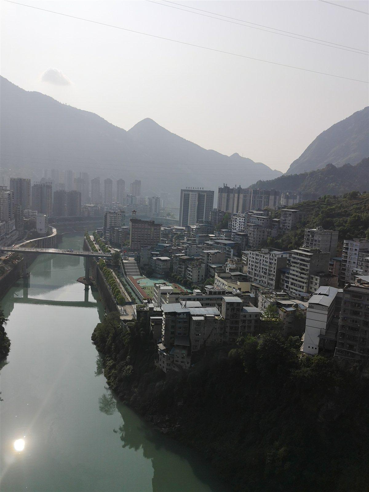 香江豪园正临江高层清水2可改3室 面议