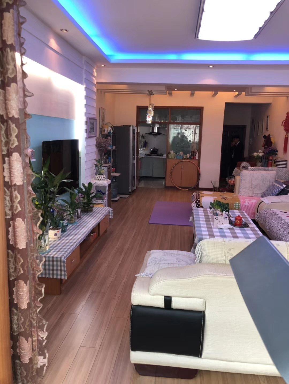 紫江花园3室 2厅 2卫57.68万元