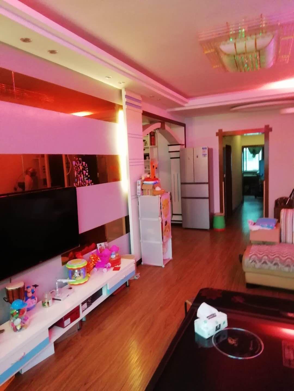 紫江花园3室 2厅 2卫52.8万元