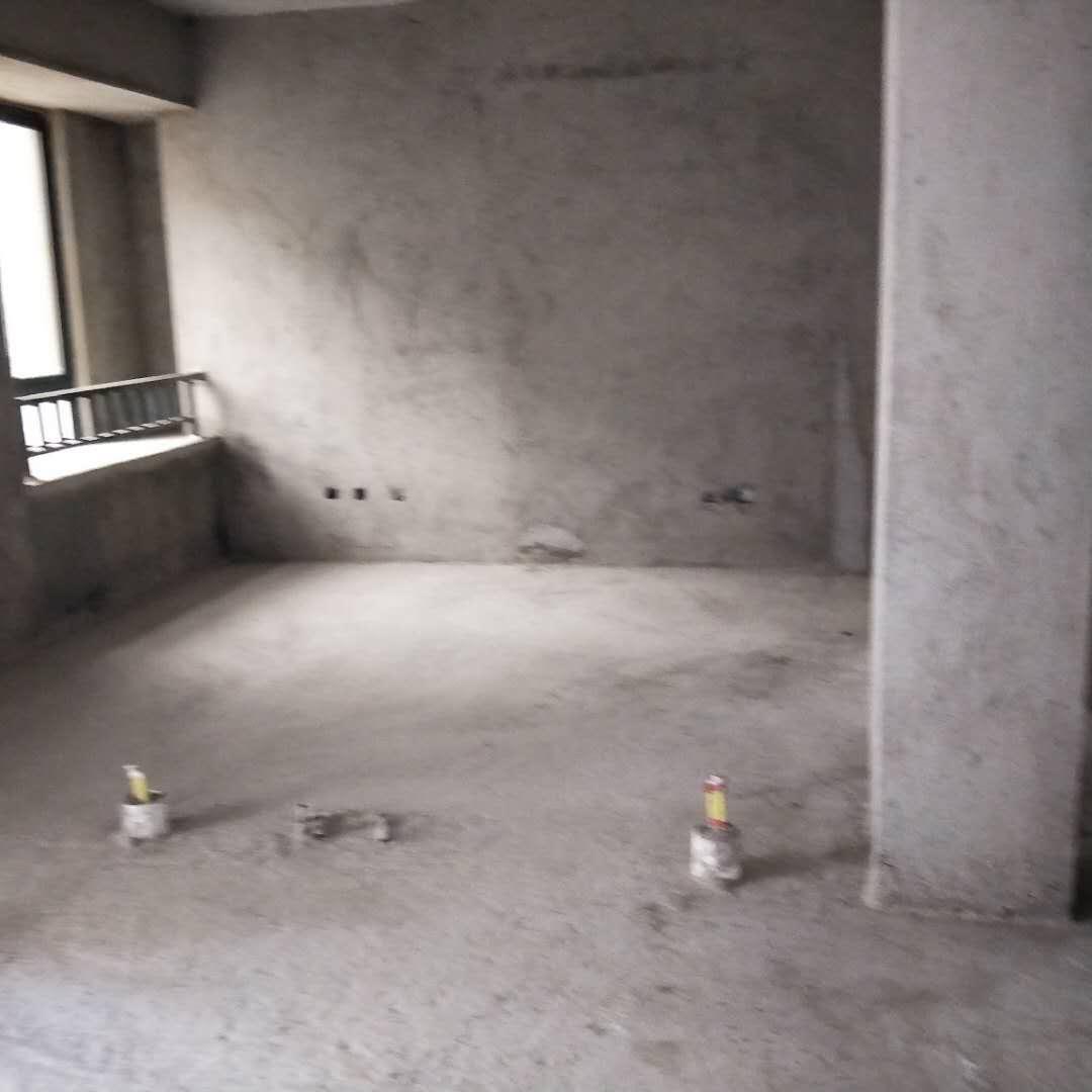 凤冠山庄3室 2厅 2卫132万元