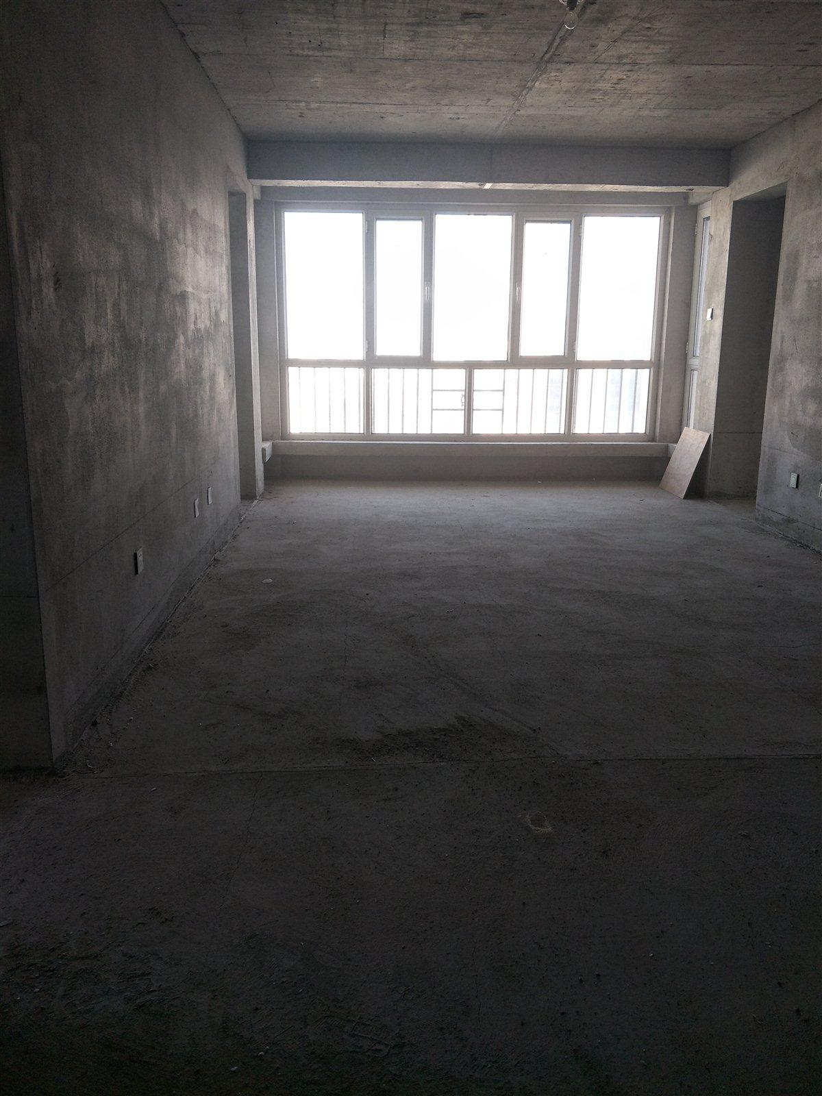 巨龙东区4室 2厅 2卫110万元