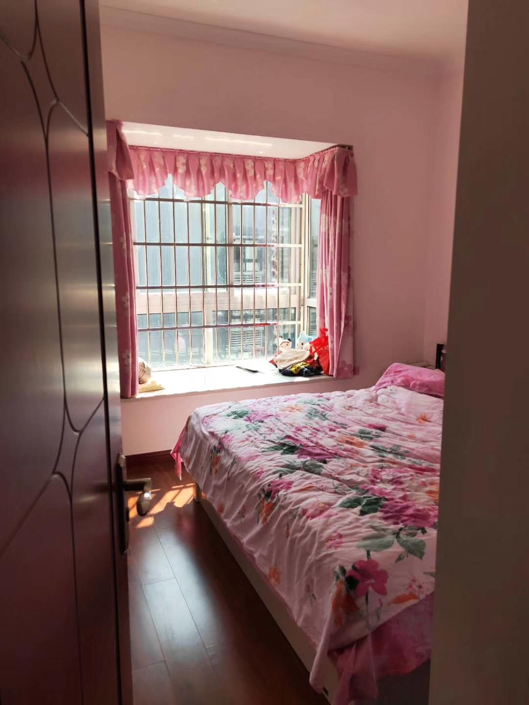 荣峰国际3室 2厅 2卫72万元
