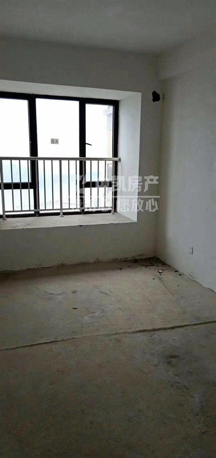 凤山学府4室 2厅 2卫205万元