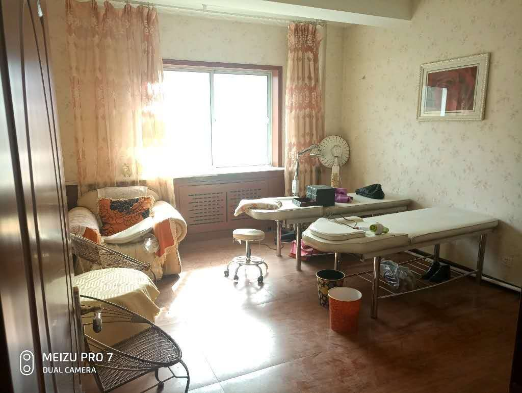 南方大厦4室 2厅 1卫58.8万元