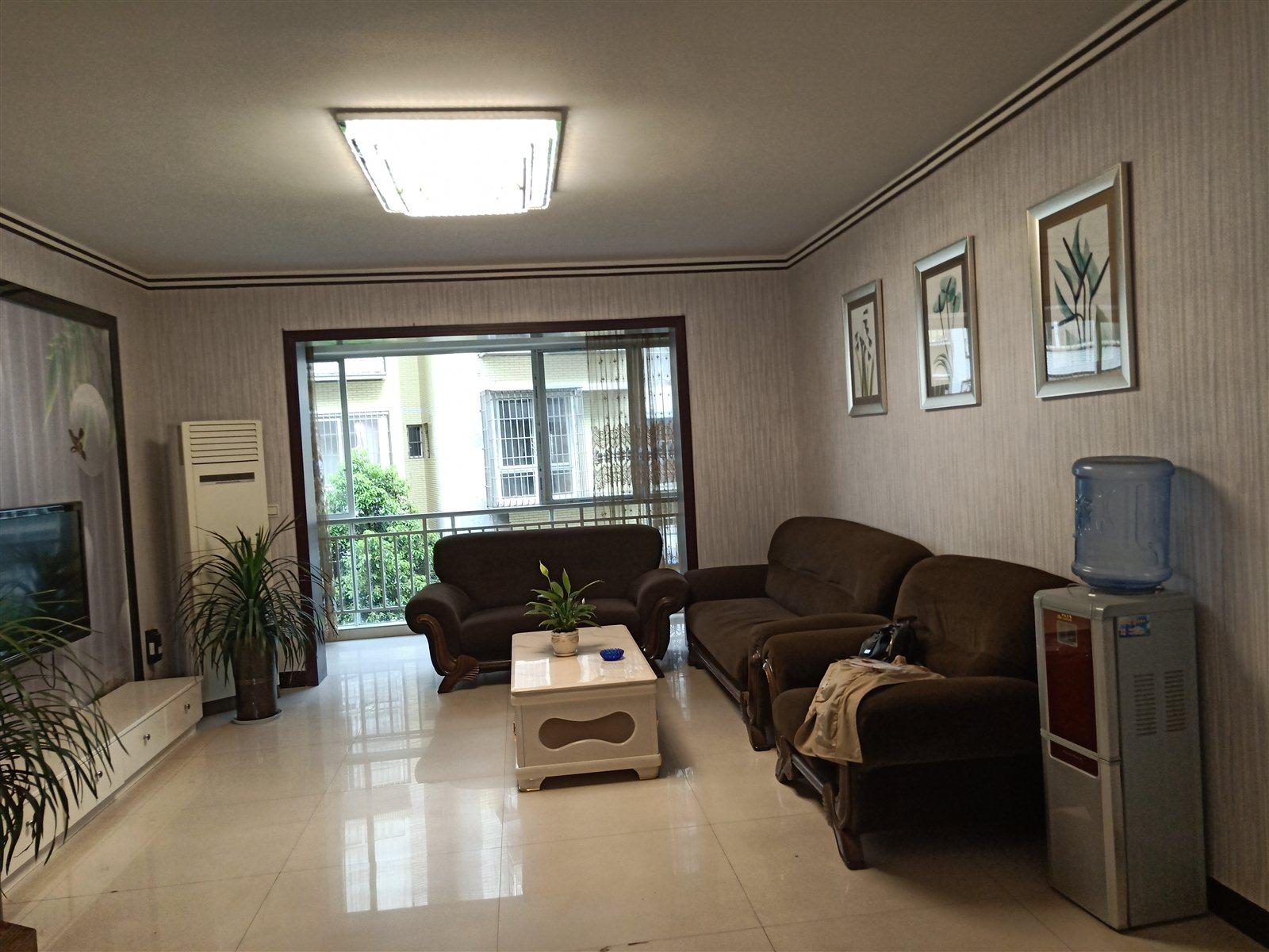 新天梯枫香庭4楼3室 2厅 2卫66.8万元