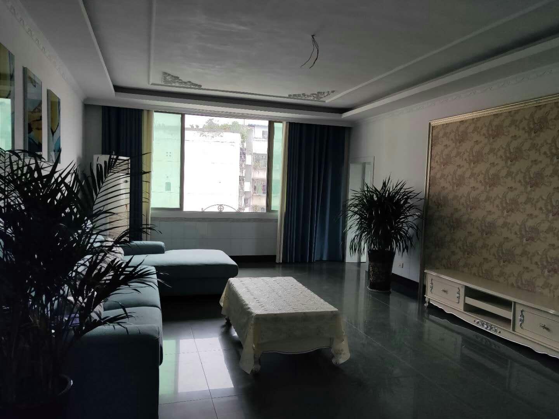 盐仓巷大3室 2厅 2卫49.8万元