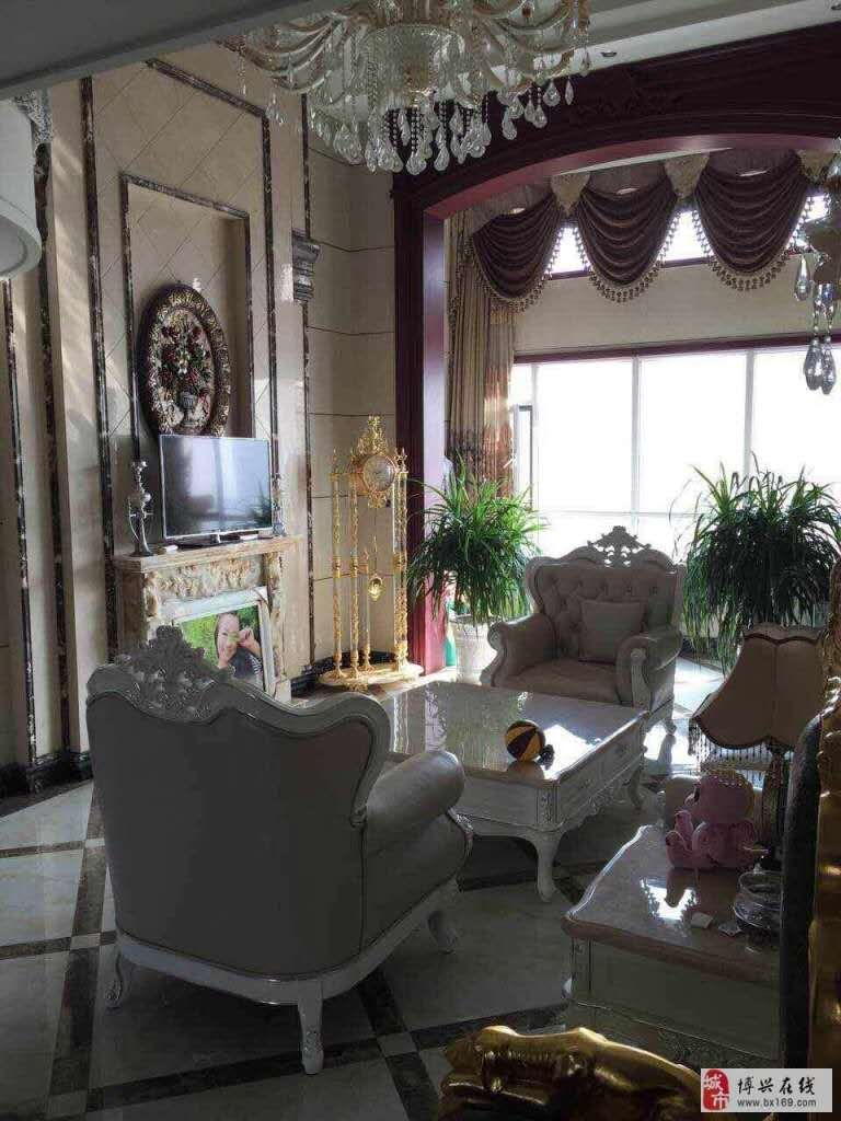 怡和名士豪庭5室 3厅 3卫249万元
