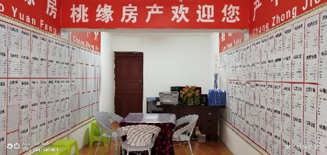 龙凤华庭3室 2厅 2卫41.8万元
