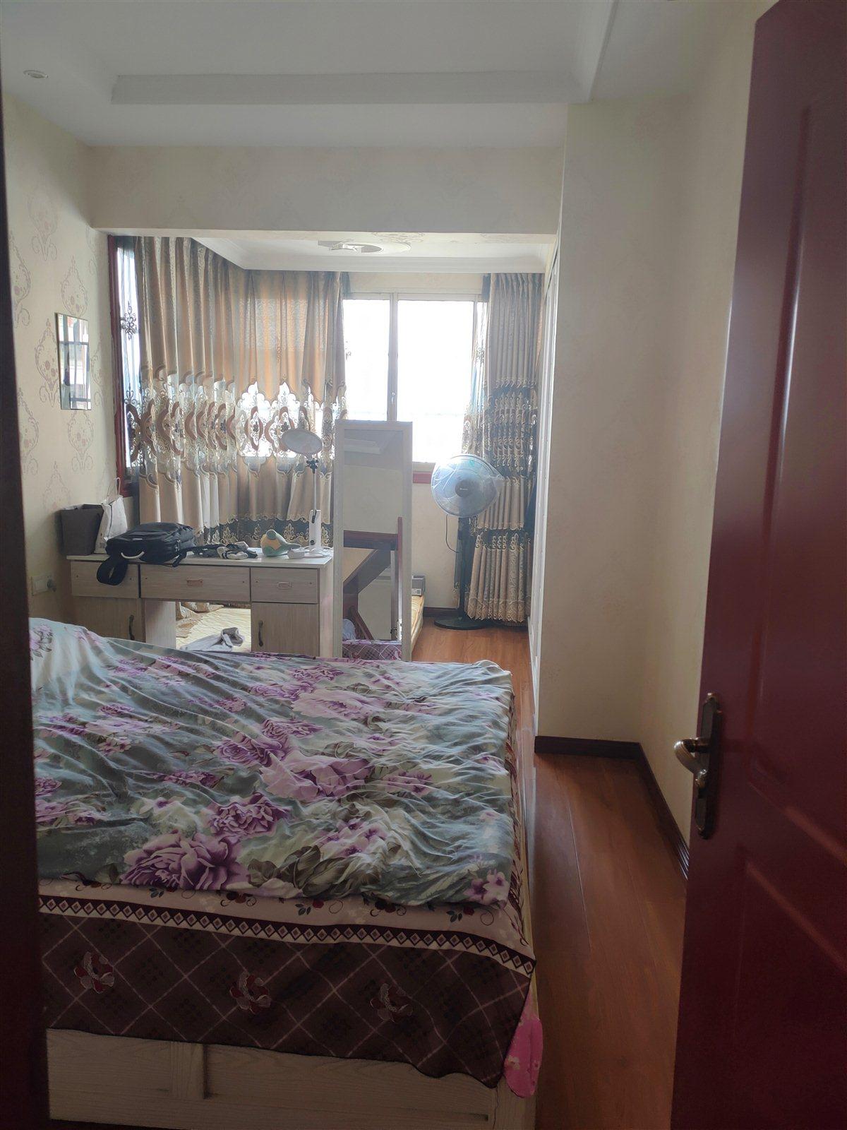 三转盘国酒新城4室 1厅 3卫142万元