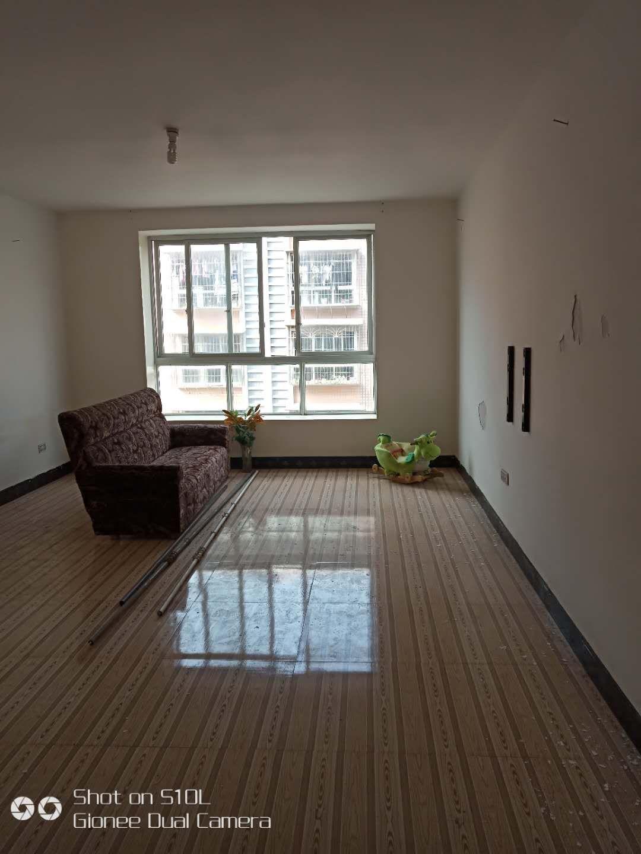 马头寨小区3室 2厅 1卫27.8万元
